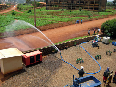 The powerful arc of the irrigation sprinkler system can spray up to 40 meters.