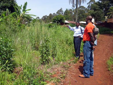 Rural water engineer Visi Edwin explains to HIC staff members how the well will be installed.